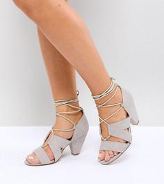 Босоножки на каблуке со шнуровкой для широкой стопы ASOS TALI - Серый