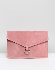 Замшевый клатч-конверт с кольцом ASOS - Розовый