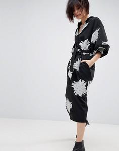 Монохромное платье миди с рукавами клеш и цветочным принтом ASOS WHITE - Черный