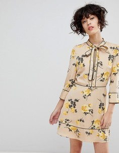 Чайное платье с завязкой и цветочным принтом J.O.A - Кремовый