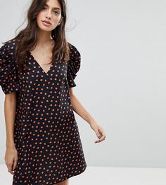 Платье с V-образным вырезом и цветочным принтом Reclaimed Vintage Inspired - Черный