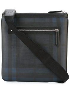сумка-почтальонка в клетку Burberry