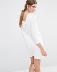 Цельнокройное платье с решетчатой вставкой сзади See U Soon - Кремовый