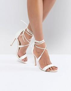 Атласные босоножки на каблуке True Decadence - Белый