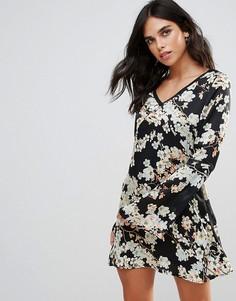 Чайное платье с цветочным принтом и отделкой Wyldr Show Me The Way - Синий