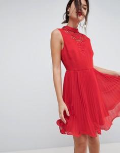 Платье мини без рукавов с кружевной вставкой и плиссированной юбкой ASOS - Красный