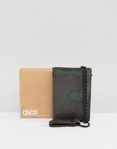 Кожаный бумажник с камуфляжным принтом и цепочкой ASOS - Зеленый