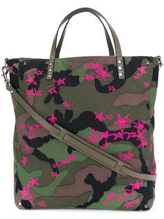 сумка-шоппер со звездами и камуфляжным узором Valentino