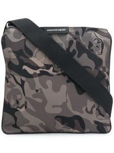 камуфляжная сумка-почтальонка Alexander McQueen