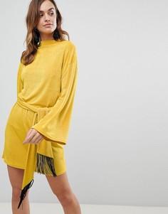Платье мини с бахромой на поясе ASOS - Желтый