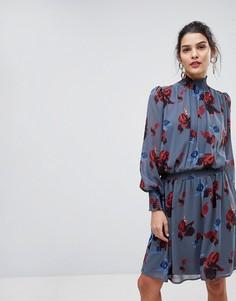 Короткое приталенное платье с высоким воротом и цветочным принтом Y.A.S - Мульти