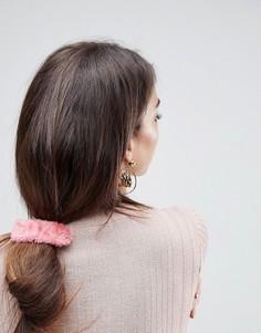 Заколка для волос с искусственным мехом ASOS - Розовый