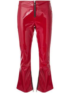 укороченные брюки клеш из лакированной искусственной кожи  Rta