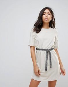 Цельнокройное платье с поясом Vero Moda - Кремовый