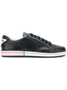 кроссовки на двухцветной подошве Prada