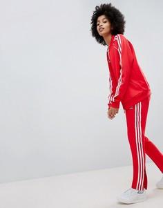 Красные спортивные штаны с тремя полосами adidas Originals - Красный