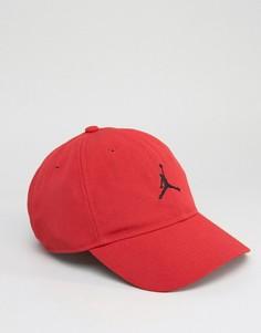 Красная кепка Nike Jordan H86 847143-687 - Красный