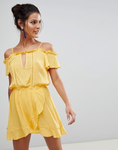 Пляжное платье с открытыми плечами и оборками River Island - Желтый