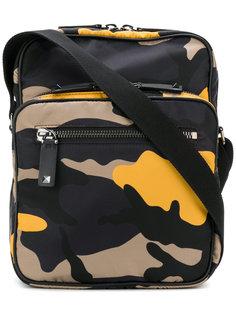 камуфляжная сумка-почтальонка Valentino