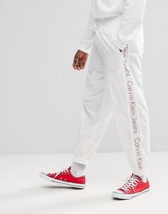 Джоггеры с фирменной полосой Calvin Klein Jeans - Белый