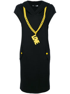 платье с капюшоном и цепочной деталью Love Moschino