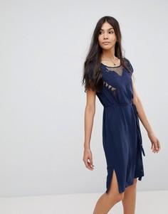 Платье с вырезным узором в виде бабочки и вышивкой Sugarhill Boutique - Темно-синий