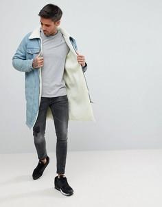 Светлая джинсовая куртка с подкладкой из искусственного меха boohooMAN - Синий