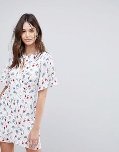 Чайное платье с запахом и цветочным принтом Fashion Union - Белый