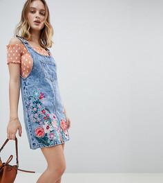 Джинсовый сарафан мини с цветочной вышивкой Glamorous Petite - Синий