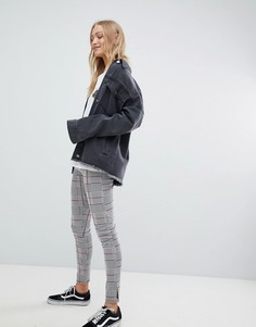 Клетчатые брюки узкого кроя с завышенной талией Daisy Street - Серый