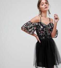 Короткое приталенное платье с вышивкой на топе и плиссированной юбкой Dolly & Delicious - Мульти
