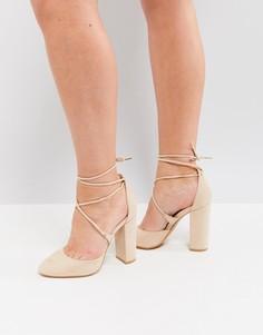 Туфли на блочном каблуке Truffle Collection - Бежевый
