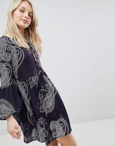 Свободное платье с принтом пейсли Glamorous - Темно-синий