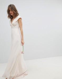 Платье макси с широким вырезом и отделкой на талии TFNC Bridesmaid - Розовый