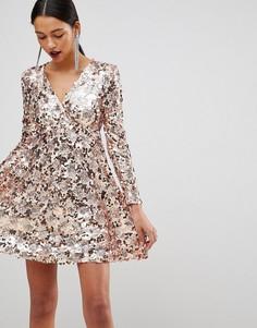 Короткое приталенное платье с запахом и золотисто-розовыми пайетками Club L - Золотой