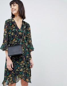 Платье с запахом, цветочным принтом и оборками Selected - Мульти