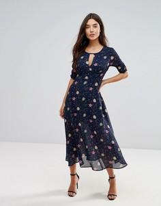 Платье миди с цветочным принтом и вырезом капелькой Liquorish - Мульти