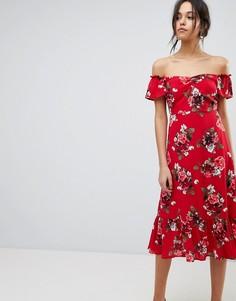 Платье миди с открытыми плечами, рюшами и цветочным принтом Y.A.S - Красный