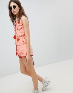 Шорты с запахом и контрастной вышивкой Glamorous - Розовый