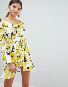 Платье с открытыми плечами и принтом лимонов Boohoo - Мульти
