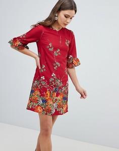 Свободное платье с цветочным принтом и оборками на рукавах Yumi - Красный