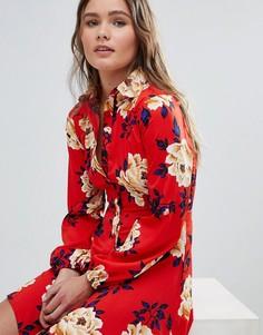 Короткое приталенное платье-рубашка с цветочным принтом и оборками Influence - Красный