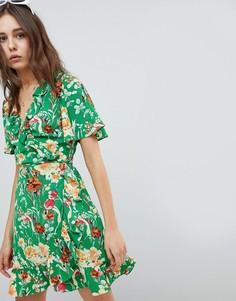 Платье мини с запахом спереди и цветочным принтом Glamorous - Мульти