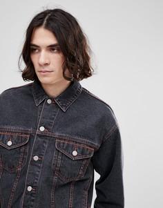 Черная джинсовая куртка с оранжевыми строчками ASOS - Черный