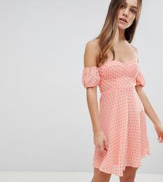 Платье мини в горошек с открытыми плечами и вырезом сердечком Glamorous Petite - Розовый