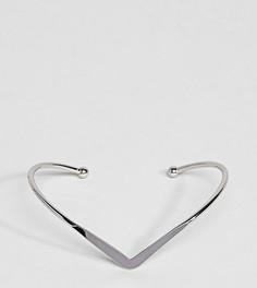 Браслет-манжета с V-образным дизайном эксклюзивно для ASOS CURVE - Серебряный