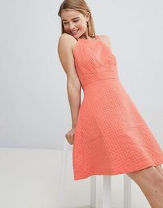 Фактурное короткое приталенное платье Louche - Розовый