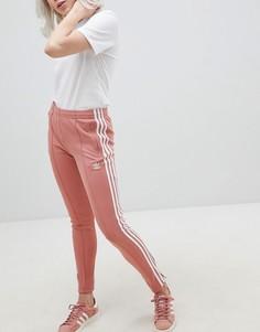 Розовые брюки-сигареты adidas Originals - Розовый