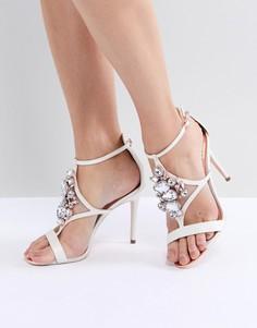 Босоножки на каблуке с Т-образным ремешком Ted Baker - Белый