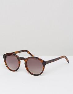 Солнцезащитные очки в круглой черепаховой оправе Monokel Eyewear Barstow - Коричневый
